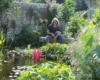 L'artiste Mary Chaplin dans son jardin à Cany Barville